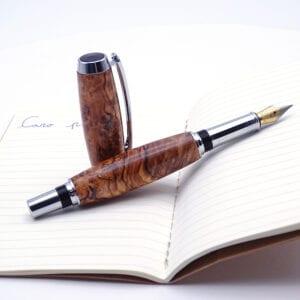 Penna stilografica in radica d'ulivo