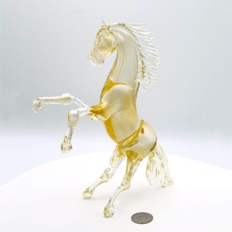Cavallo impreziosito con scaglie d'oro 24K