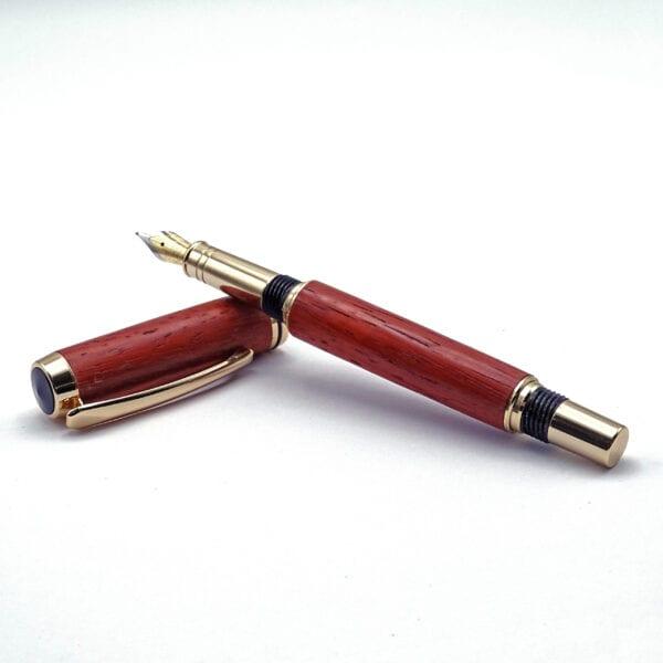 Penna stilografica in legno di Amaranto