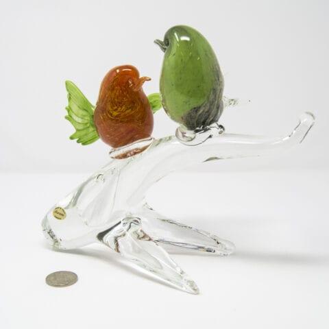 Coppia di uccellini su ramo in vetro di Murano